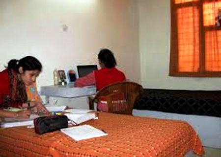 DAILY BASIS GIRLS HOSTEL IN BORING  ROAD