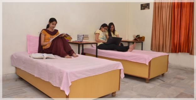 FAMOUS GIRLS HOSTEL IN BORING ROAD PATNA