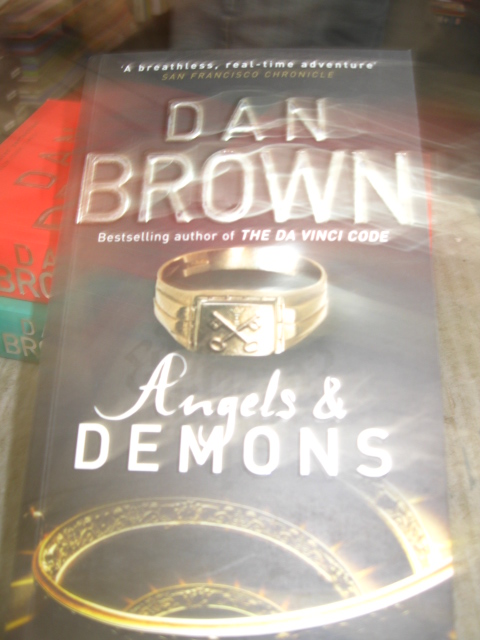 DAN BROWN ANGLES & DEMOND BOOK