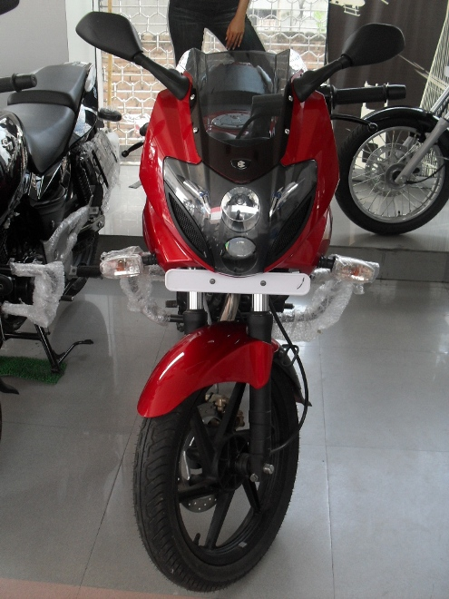 BAJAJ SHOWROOM PULSAR220 PALSAR 150